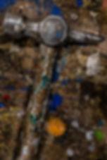 Vaarin verstaalla, Minna Lehtola, vanha vasara, höyläpekin pinta, maalitahroja, työkalu