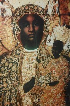 Marie en latin, mais prononcé en fait Myriamn en Hébreux, et en Égyptien: mrit-imn, Merit-Amun ou celle qui est aimée d'Amon, ou Amen ou Imana