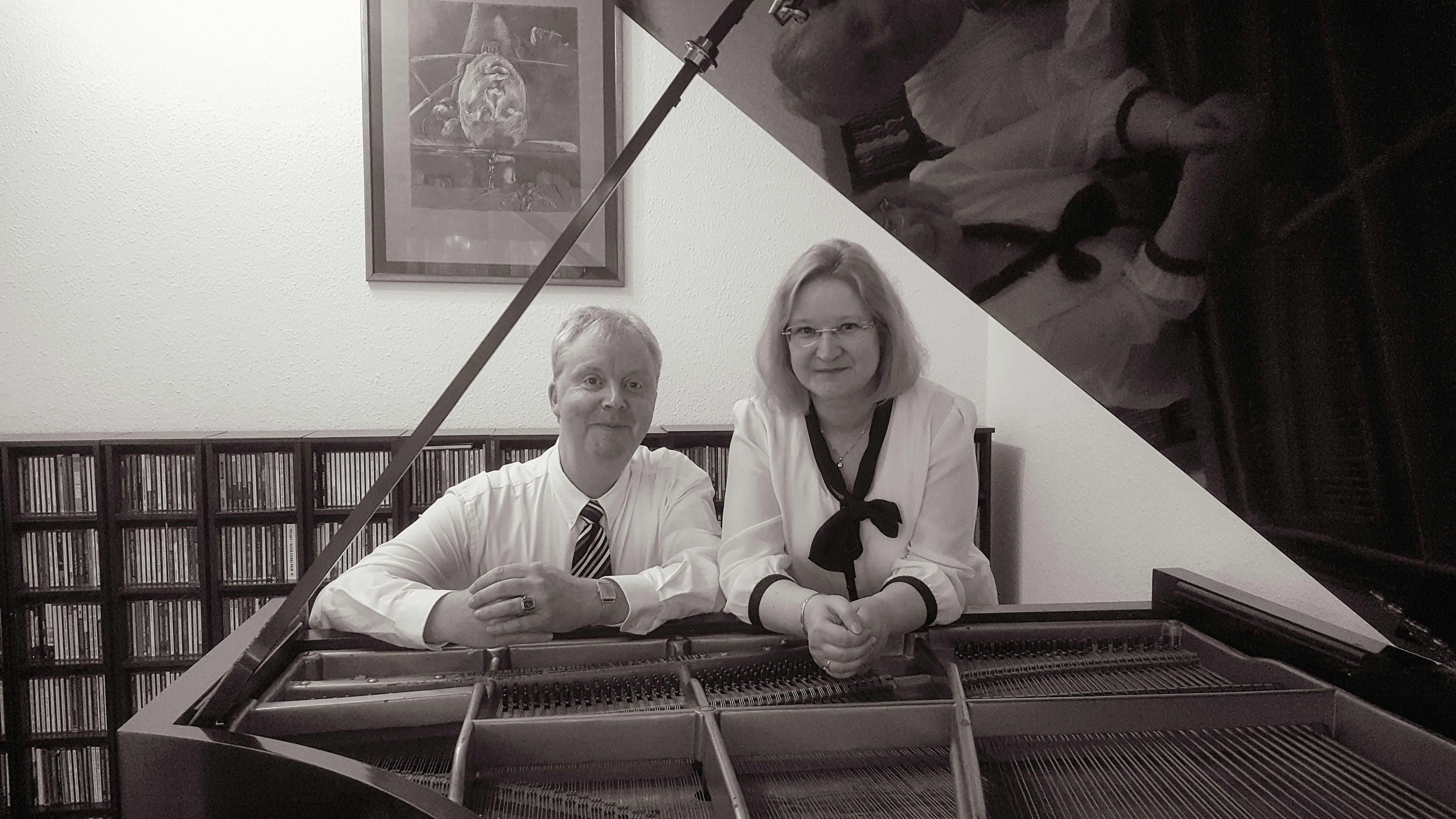 Andy Gütte (p) und Simone Gütte (liest)