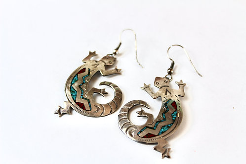 VINTAGE ZUNI TURQUOISE AND CORRAL CHIP INLAY LIZARD EARRINGS
