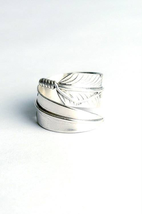 NATIVE MADE STERLING FEATHER RING
