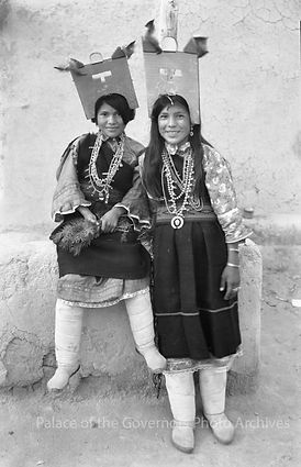 Santa Fe Palace of the Govenors two Navajo Woman Vintage Picture