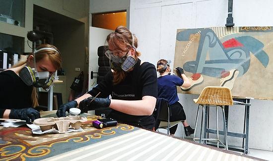 PI 1 UvA studenten in het atelier.JPG