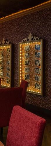 Vitrinas con peliculas ganadoras de Oscars