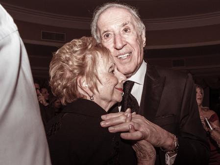 ברכה מקורית ל-40 שנות נישואין -             סרט זכרון נוסטלגי מיום החתונה.