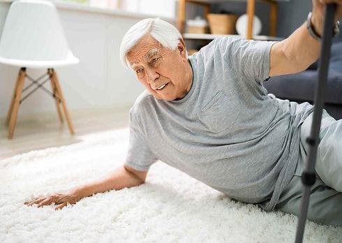 קשיש נפל בבית.jpg
