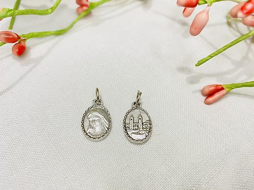 Medalla Virgen e iglesia