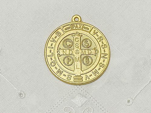 Medalla dorada grande de San Benito