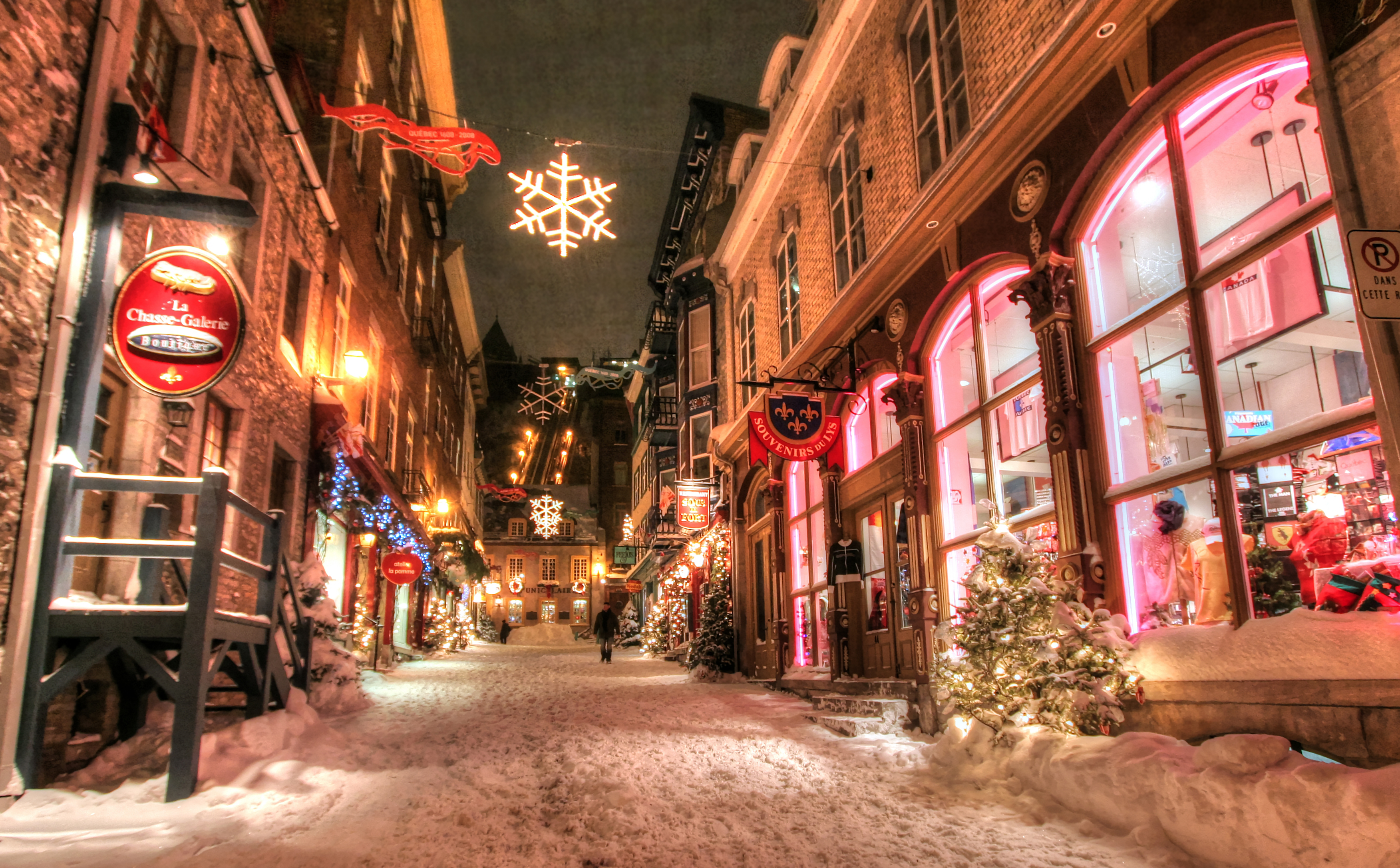 Old-Quebec-City-District-Alley-in-HDR-05