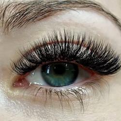 Transition-to-volume-lashes-volume.jpg