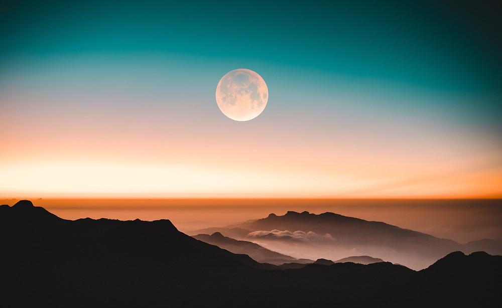 Salutation à La Lune Aix Les Bains