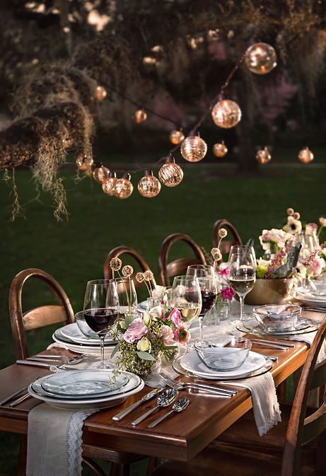 plates, tabletop, dinnerware, wine, glasses, flowers,