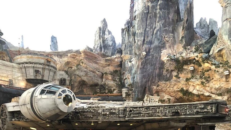Disney_Star-Wars_Universal.jpg