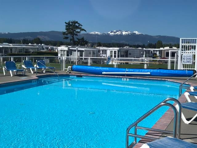 pool-rv-trailers_mountains_Surfside_park