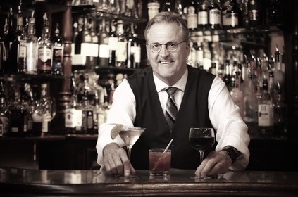 Enzos_On_The_Lake_Bartender-Pete.jpg