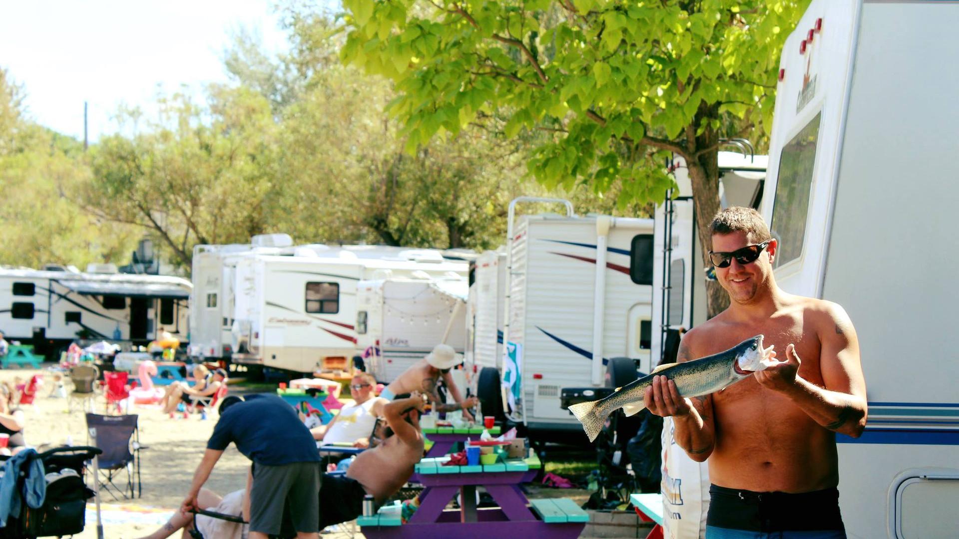 rv_campsites_campers_fish_Wood-Lake-RV-p