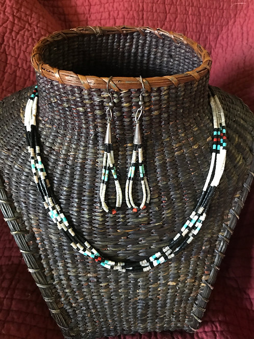 Santo Domingo Heishi necklace and earrings 1990's