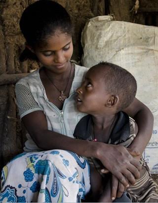 Çok genç bir anne ve oğlu. Foto: N. Durrell McKenna, Wellcome Images