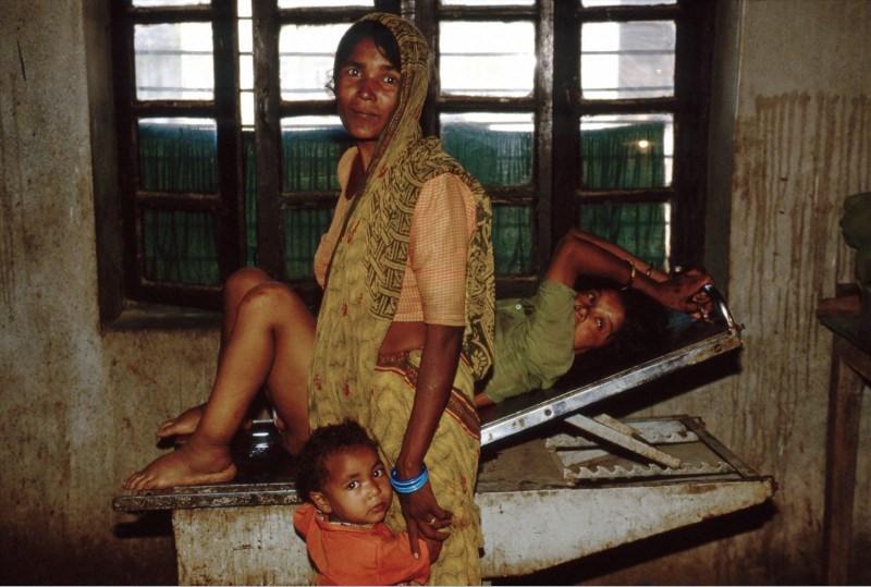 Nepal'de bir doğumhane ve ödemli gebe / Foto: N. Durrell McKenna / Wellcome Images