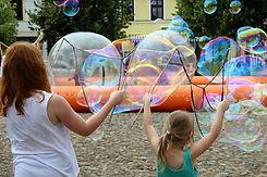 soap-bubbles-3535474_1920.jpg