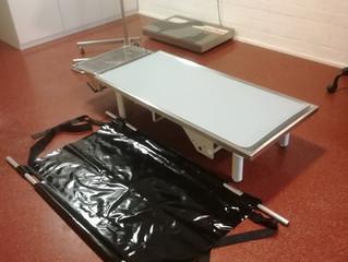 Nieuwe draadloze elektrische behandeltafel Dierenartspraktijk Den bommel