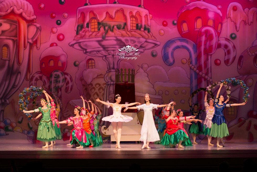 The Nutcracker Ballet - Waltz of the Flowers