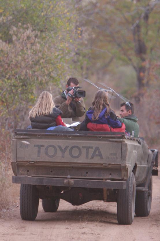Barend filming, Safari Sisters