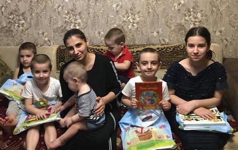 Заур Аскендеров поздравил многодетные семьи в Махачкале с Международным днем защиты детей