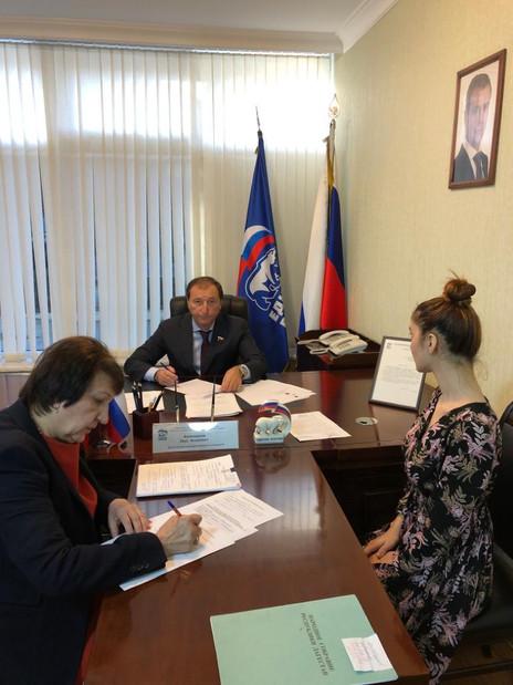 Социальные вопросы дагестанцев рассмотрел депутат Госдумы Заур Аскендеров
