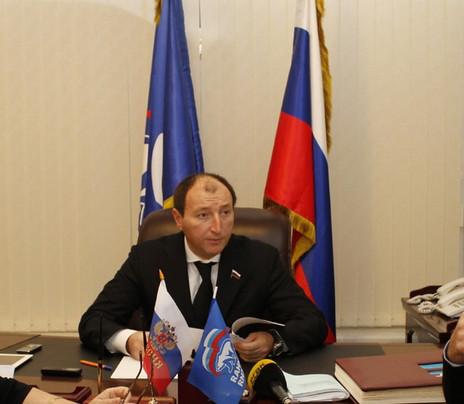 Депутат Госдумы Заур Аскендеров выслушал обращения жителей Дагестана