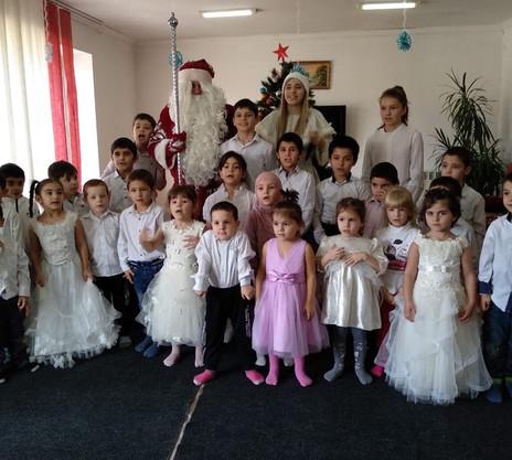 Заур Аскедеров организовал для детей из Дагестана новогодний праздник