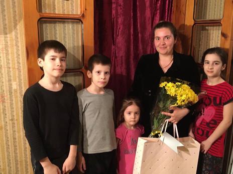 Заур Аскендеров поздравил многодетных матерей в Дагестане