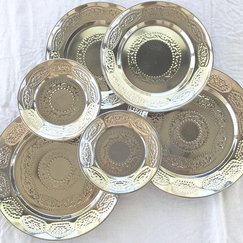 Assiettes en métal