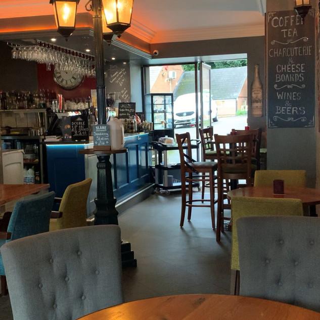 Tobias Oakwood Bar