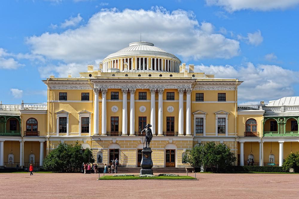 Государственный музей-заповедник Павловск, Павловский дворец, Памятник Император Павел I