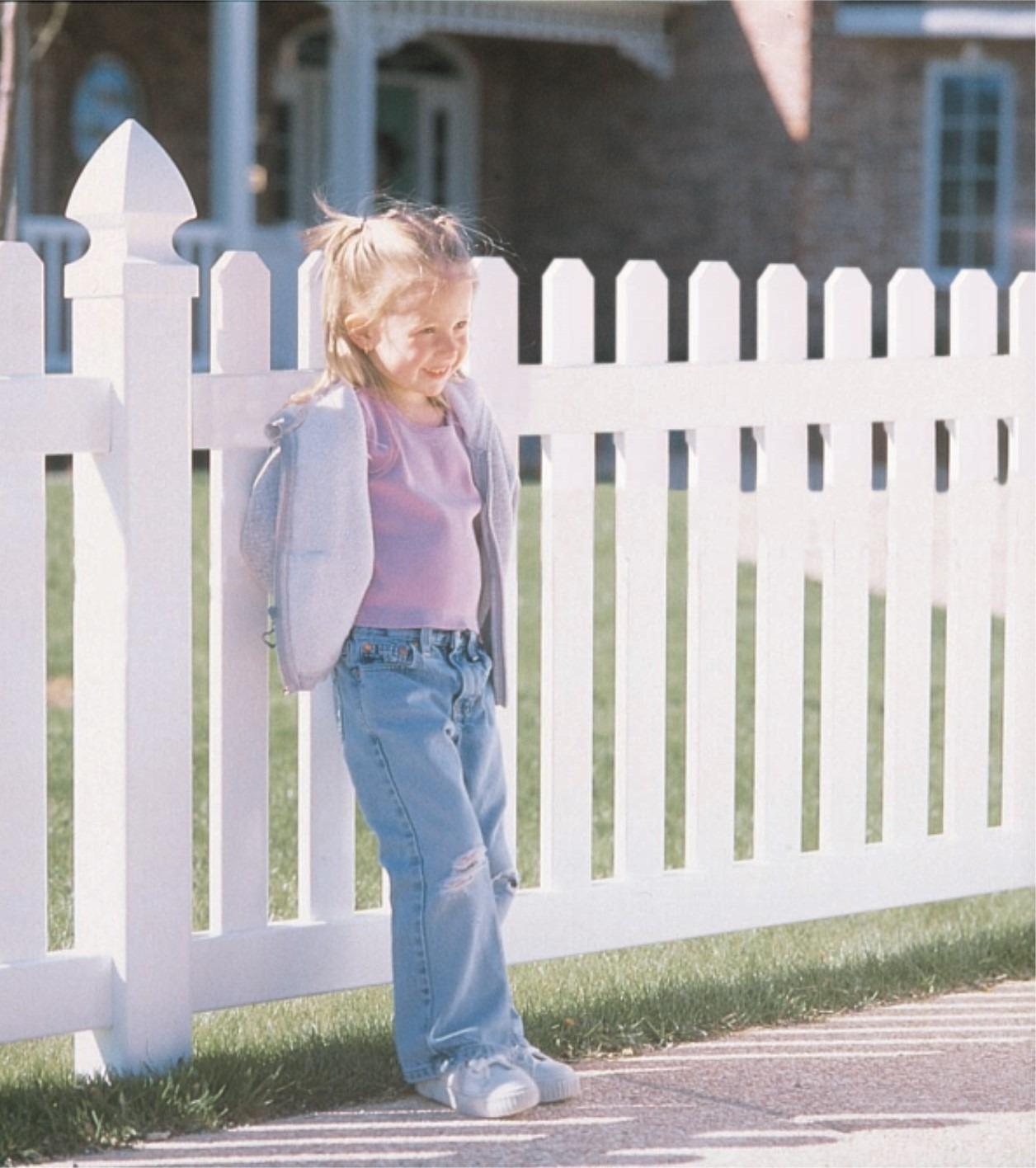 Cambridge Picket Vinyl Fence