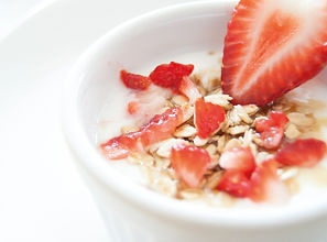Granola strawberry yogurt fresh home easy healthy lekker