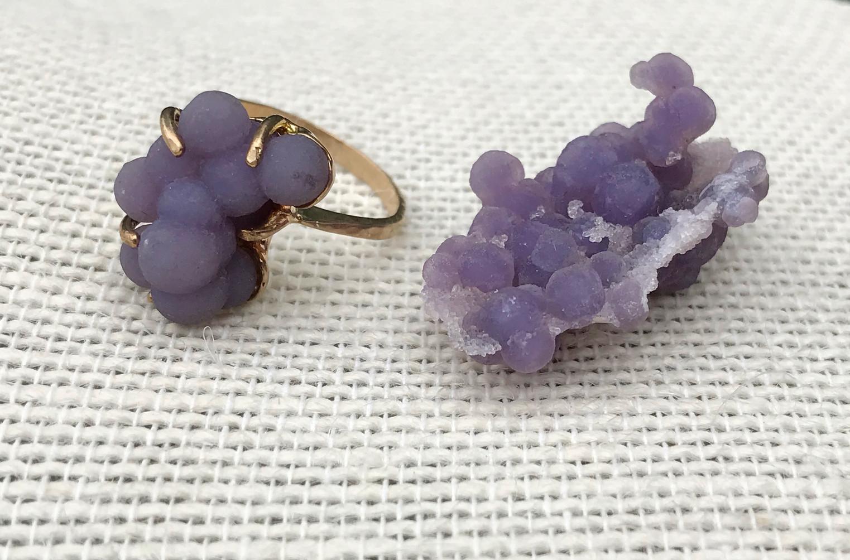 Grape Chalcedony set in 14K Yellow Gold