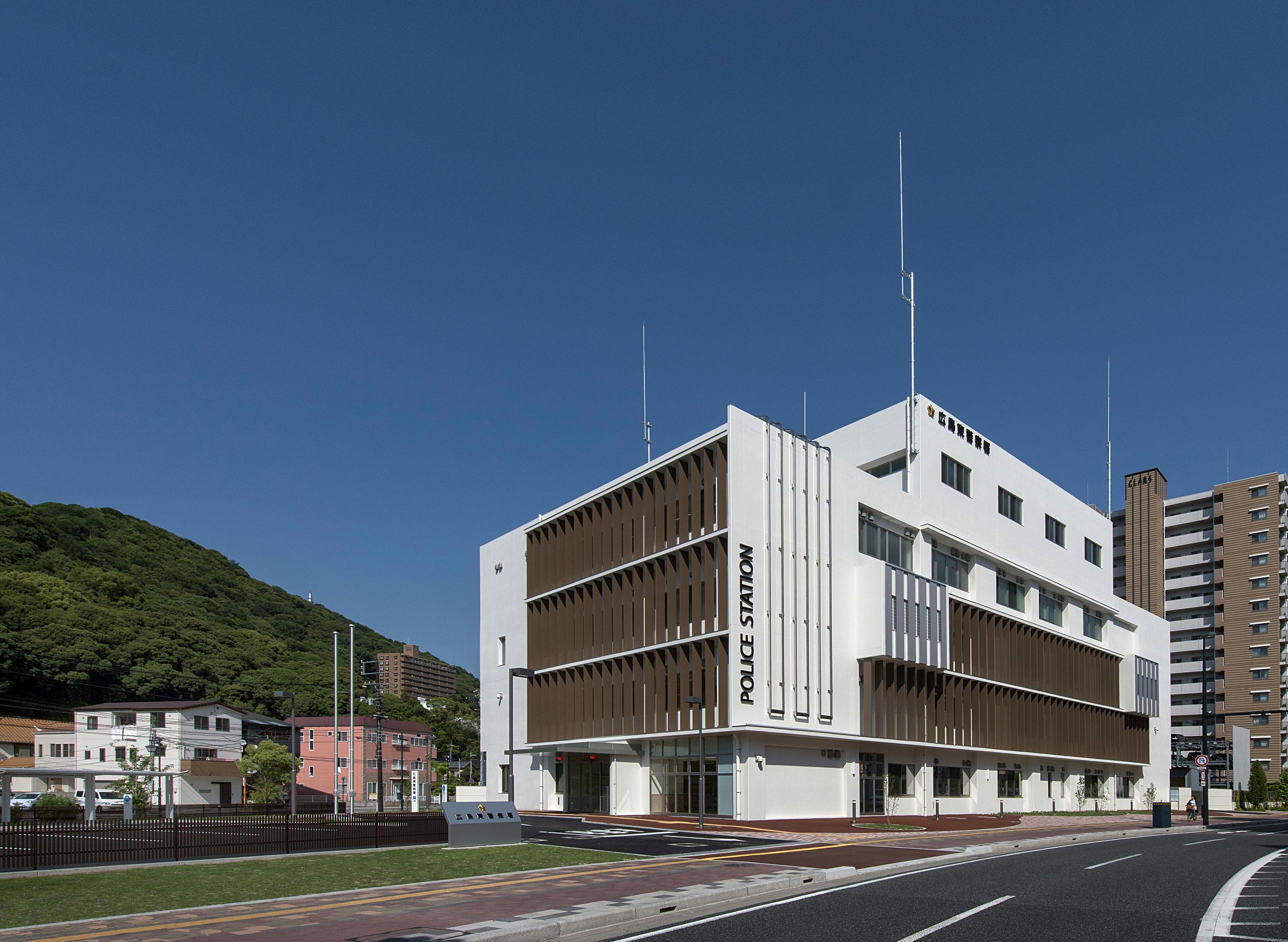03 広島東警察署庁舎  南西面外観