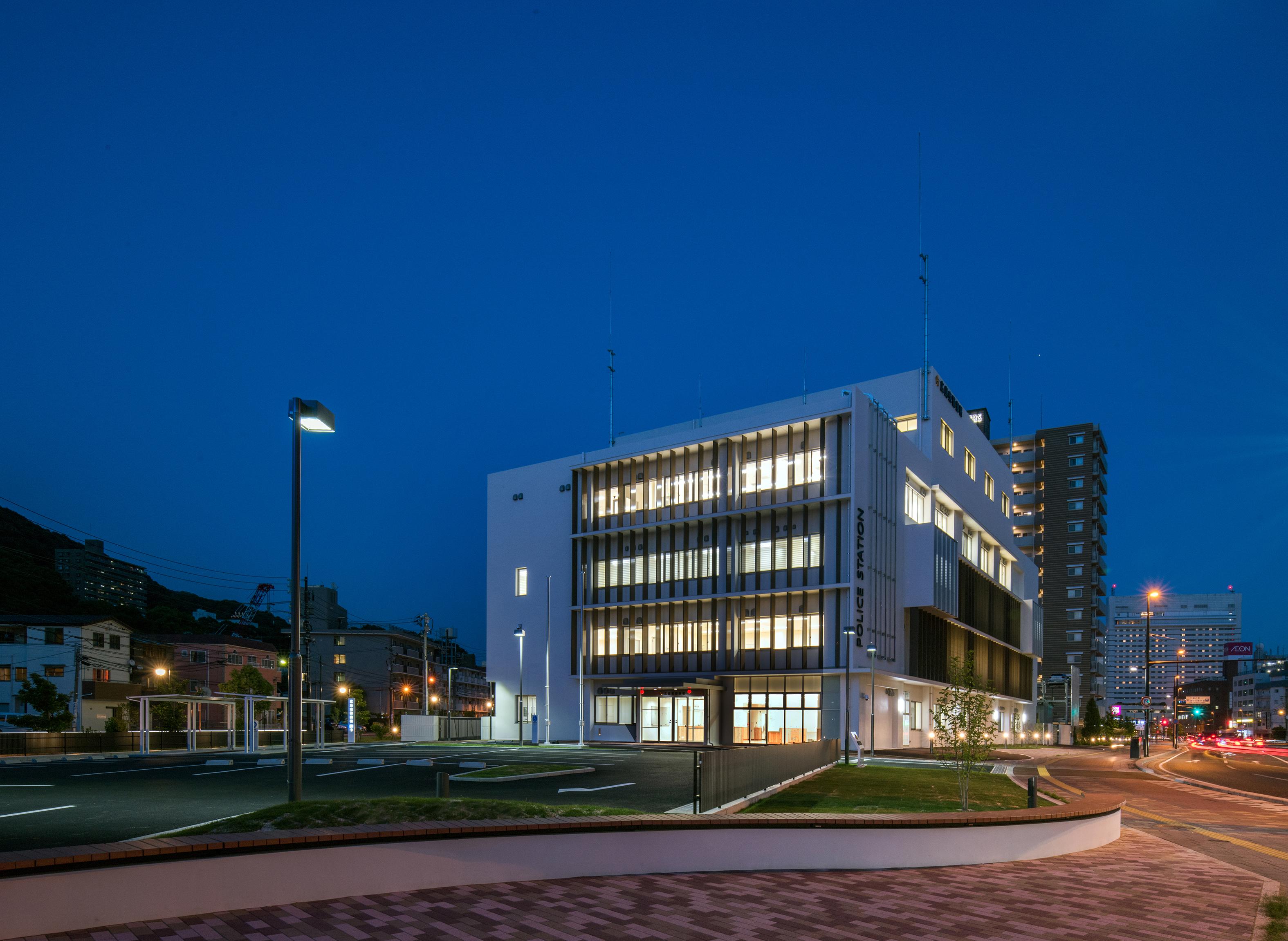 05 広島東警察署庁舎 西面遠望夜景