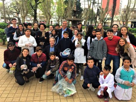 Embajador Australiano con Joven Argentina (+) visita HO.PRO.ME