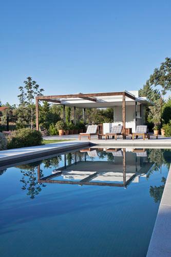 Piscina y porche – Freehand Arquitectura paisajismo