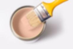 油漆罐和刷子
