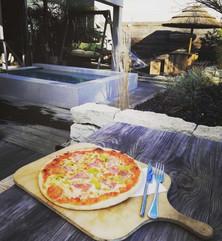 Leckere Pizza von unserem Bistro