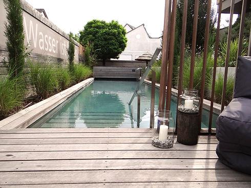 startseite-pool2_edited.jpg
