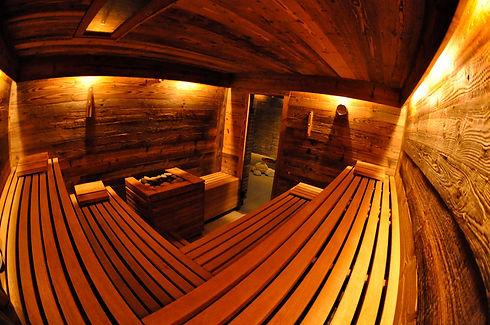 sauna_mit_altholz_ruhepuls_privatspa.jpg