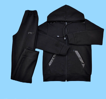 Спортивный чёрный костюм с капюшоном