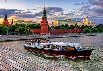 جولة سياحية في القارب المائي في موسكو