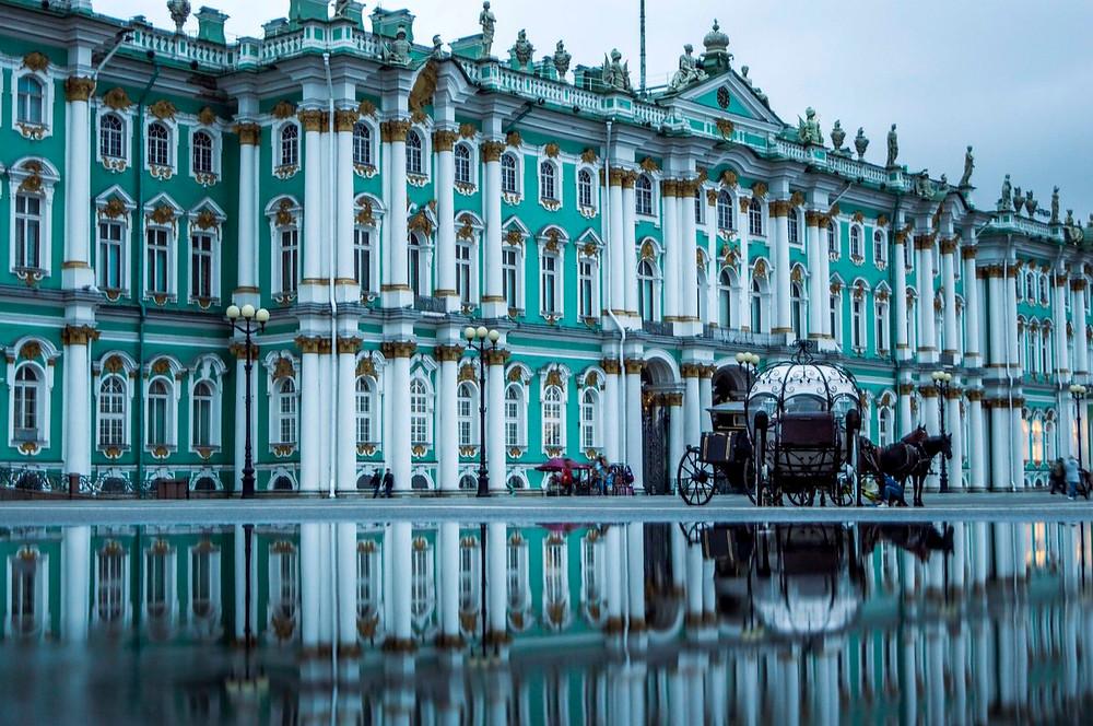 قصر الارميتاج في مدينة سانت بطرسبورغ الروسية