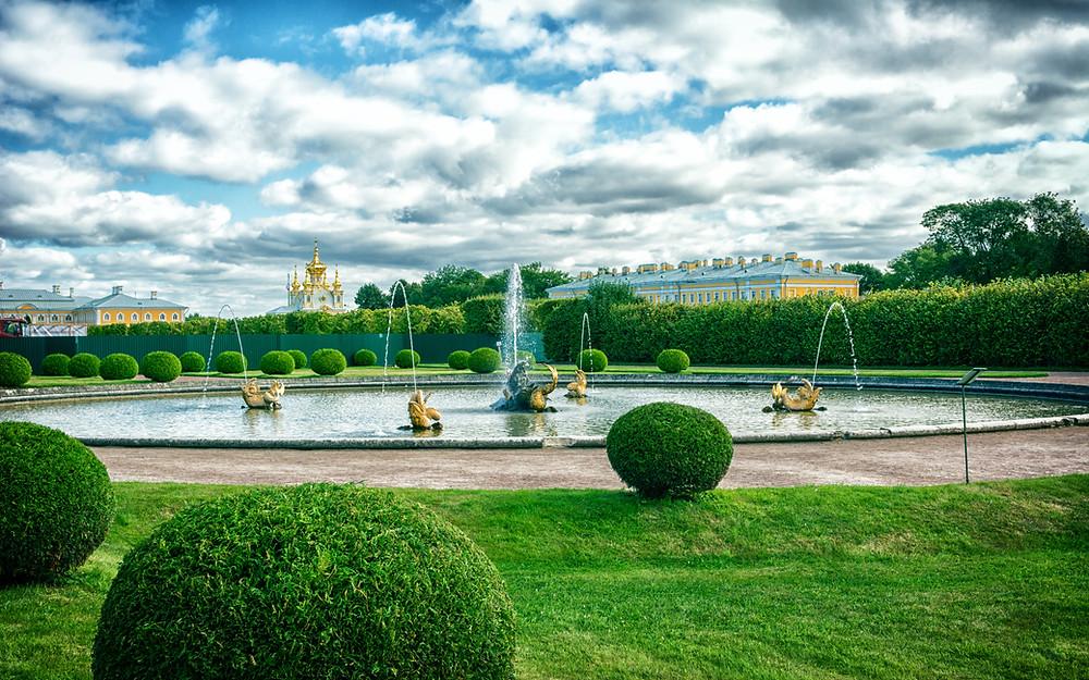 حديقة بترهوف في مدينة سانت بطرسبورغ الروسية
